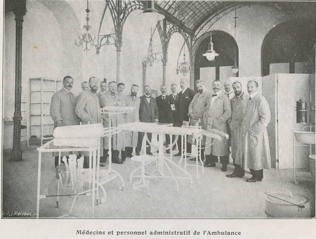 Médecins et personnel administratif de l'Ambulance
