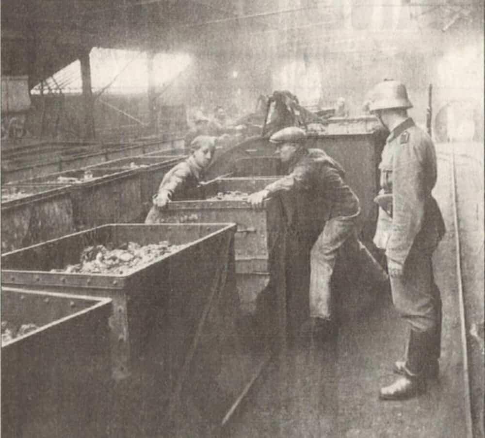 Mineurs au travail durant l'occupation - 1941